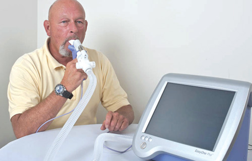 Patient using an nnd Medical spirometer